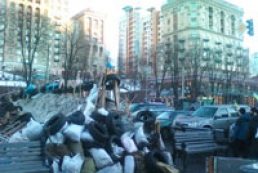 Barricades at intersection of Khreshchatyk, Khmelnytsky streets expanded